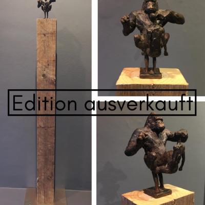 Christian Roesner Gorilla mit Mensch ausverkauft